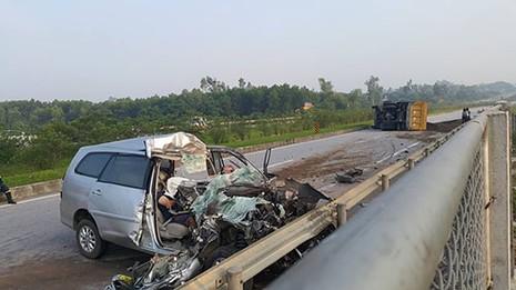Tai nạn trên đường cao tốc ba người Hàn Quốc tử vong - ảnh 1