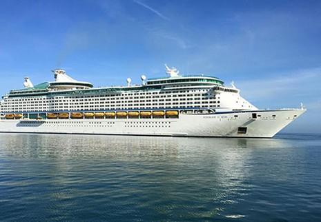 Du thuyền lớn thứ 3 thế giới cập cảng Chân Mây - ảnh 1