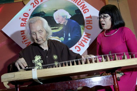Nhạc sư Vĩnh Bảo đờn xuất thần trong đêm mừng thọ 98 tuổi - ảnh 11