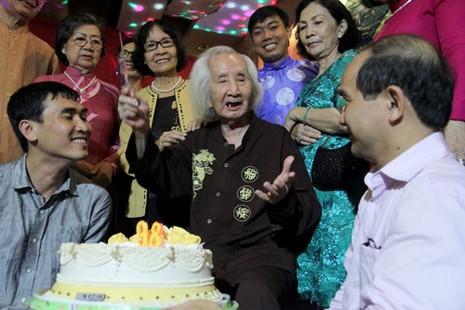 Nhạc sư Vĩnh Bảo đờn xuất thần trong đêm mừng thọ 98 tuổi - ảnh 2