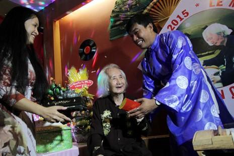 Nhạc sư Vĩnh Bảo đờn xuất thần trong đêm mừng thọ 98 tuổi - ảnh 4
