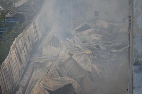 Một xưởng gỗ cháy lớn  - ảnh 3