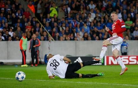 Sau khi đòi hôn Depay, Van Gaal làm gì với Rooney? - ảnh 2