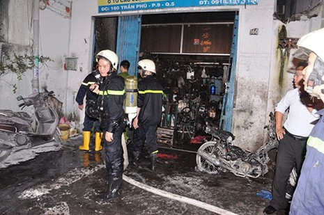 Cháy nhà, hai cụ già nhảy từ tầng ba sang nhà hàng xóm  - ảnh 6
