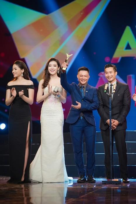 Á hậu Huyền My bất ngờ nhận giải Ấn tượng VTV