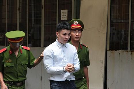 Việt kiều giấu ma tuý trong hai hũ me - ảnh 1