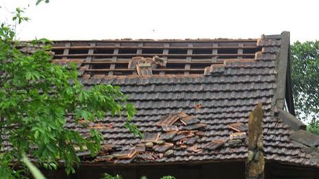 Quảng Bình: Lốc xoáy làm 54 ngôi nhà bị tốc mái - ảnh 1