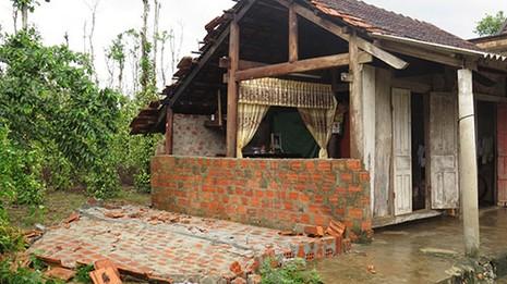 Quảng Bình: Lốc xoáy làm 54 ngôi nhà bị tốc mái - ảnh 4