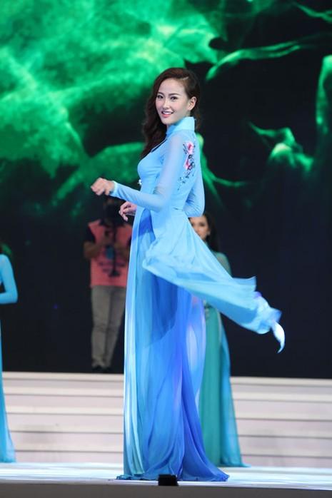 Phạm Thị Hương lên ngôi Hoa hậu Hoàn vũ 2015 - ảnh 30