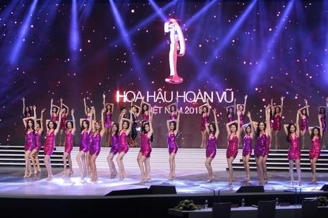 Phạm Thị Hương lên ngôi Hoa hậu Hoàn vũ 2015 - ảnh 41