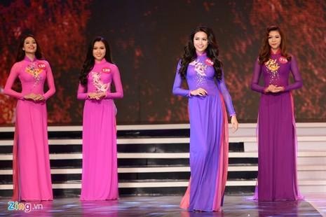 Phạm Thị Hương lên ngôi Hoa hậu Hoàn vũ 2015 - ảnh 35