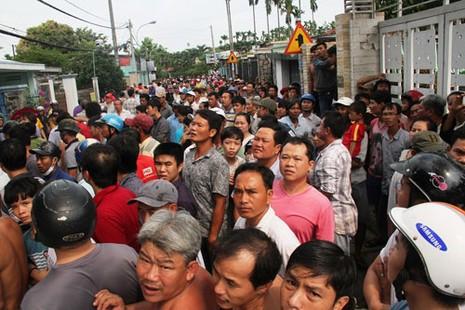 Lửa lớn thiêu rụi xưởng may, hàng trăm người dân hoảng hốt - ảnh 6