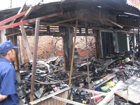 Cháy chợ, thiệt hại gần 700 triệu đồng - ảnh 1