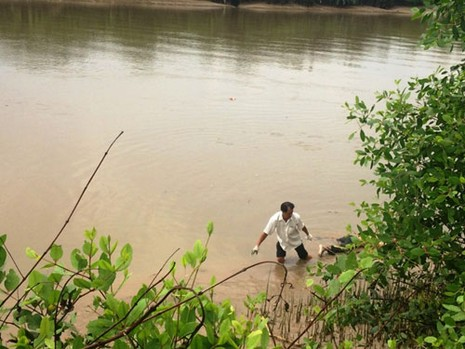 Phát hiện một thi thể bị phân hủy trên sông Phước Long - ảnh 1