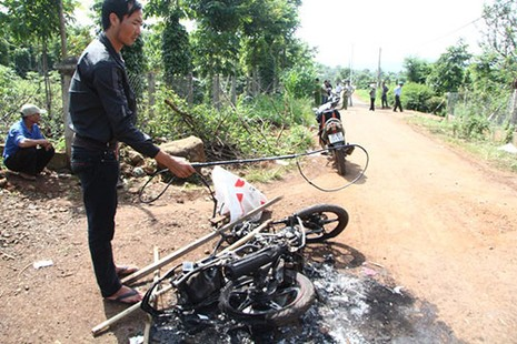 Nghi án hai thanh niên trộm chó bị đánh chết, đốt xe - ảnh 5