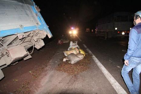 Xe tải mất thắng tông xe máy cày, 5 người trọng thương - ảnh 2