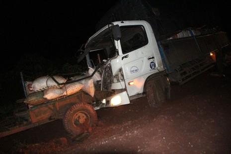 Xe tải mất thắng tông xe máy cày, 5 người trọng thương - ảnh 3