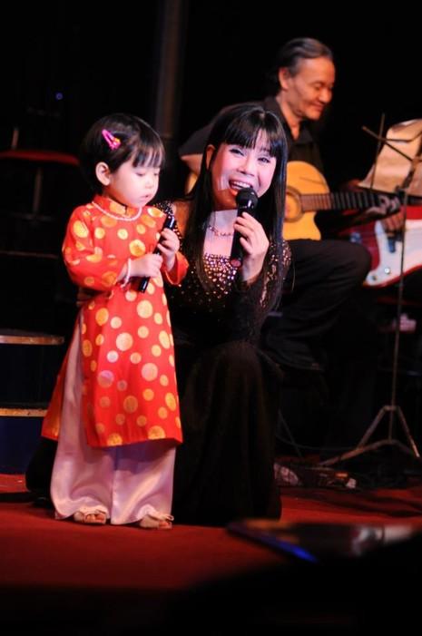 Ca sỹ Ánh Tuyết từng ước mình sinh được nhiều con.