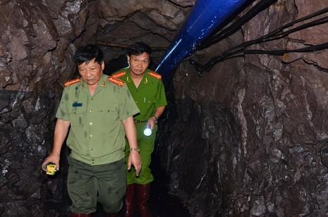 Công tác tìm kiếm nạn nhân trong vụ sập hầm gặp nhiều khó khăn - ảnh 1