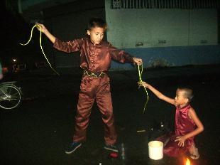 Liên hoan nghệ thuật hát rong bán kẹo kéo, múa lửa - ảnh 2