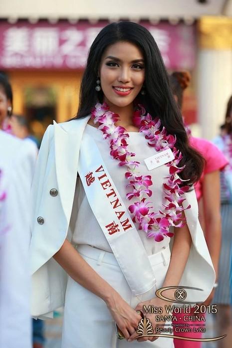 Lan Khuê đưa bản đồ có Hoàng Sa đến Hoa hậu Thế giới