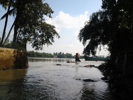 Kỳ lạ trụ đá trên sông Đồng Nai được dân gọi là 'ông Một' - ảnh 1