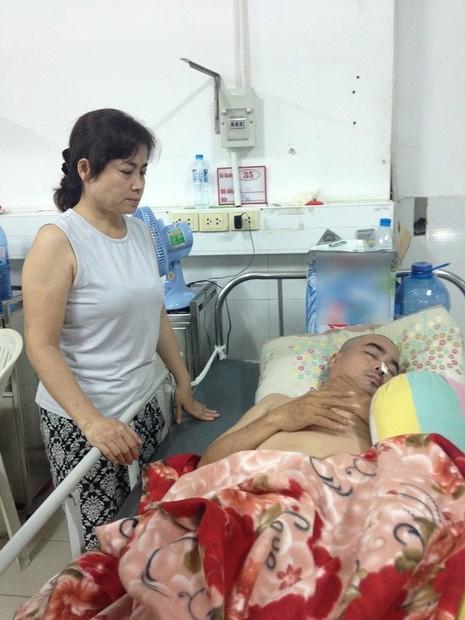 Hình ảnh diễn viên Nguyễn Hoàng hiện tại khi đang nằm viện