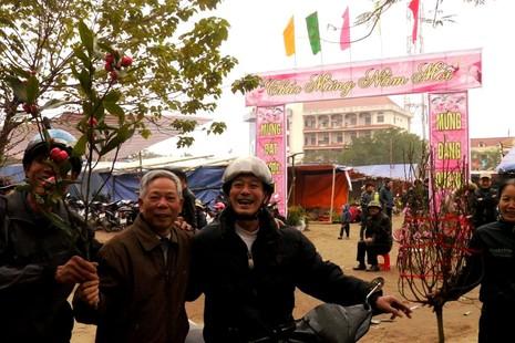Đến chợ hoa xót xa cho người trồng hoa... - ảnh 6