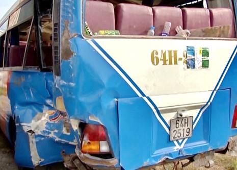 Hai xe tông nhau 3 người chết, 10 người bị thương - ảnh 1