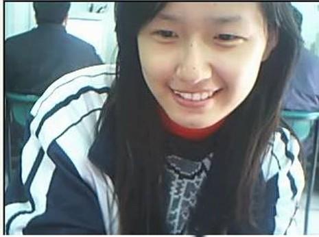 Thời điểm đó, Mai Phương Thúy vẫn còn mặc áo đồng phục học sinh. Gương mặt mộc mạc, trẻ trung của cô nữ sinh ngày ấy gây được thiện cảm đặc biệt với công chúng.
