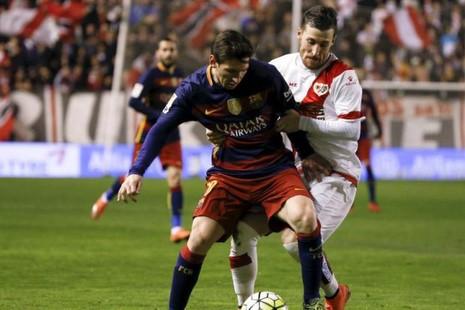 Messi lập hat trick, Barcelona phá kỷ lục - ảnh 1