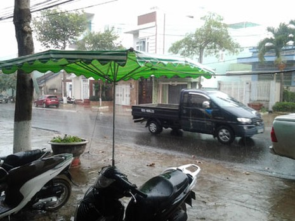 Pleiku xuất hiện cơn mưa giải nhiệt - ảnh 1
