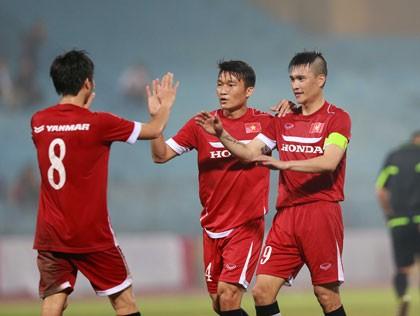 Công Vinh lập hattrick, tuyển Việt Nam đè bẹp Than Quảng Ninh - ảnh 2
