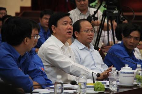 Bí thư Đinh La Thăng đề nghị kiểm điểm các giám đốc sở vắng mặt - ảnh 1