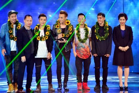 Giải nhì – cúp Bạc thuộc về nhóm Soobin Hoàng Sơn