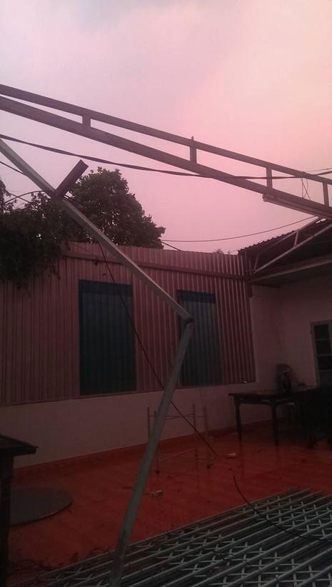 Lốc xoáy kinh hoàng làm 320 nhà dân tốc mái - ảnh 2