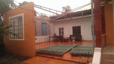 Lốc xoáy kinh hoàng làm 320 nhà dân tốc mái - ảnh 1