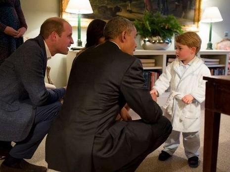 Ngộ nghĩnh hoàng tử bé nước Anh mặc áo ngủ đón Tổng thống Mỹ - ảnh 1