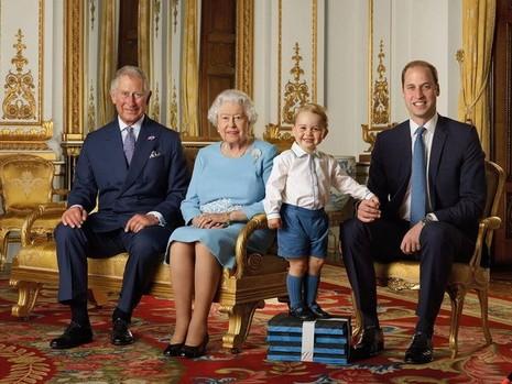 Ngộ nghĩnh hoàng tử bé nước Anh mặc áo ngủ đón Tổng thống Mỹ - ảnh 3