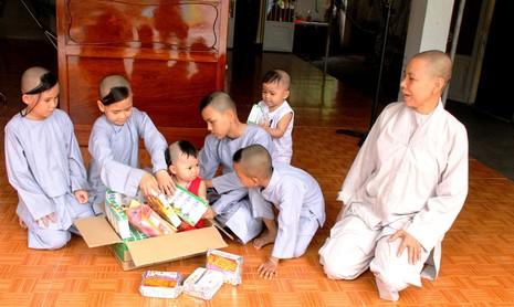 Những trẻ thơ sống sót từ tấm lòng… từ bi - ảnh 4