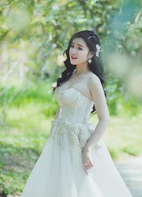 Miss Teen Xuan Mai ket hon voi ban trai dai gia vao thang 6 hinh anh 8