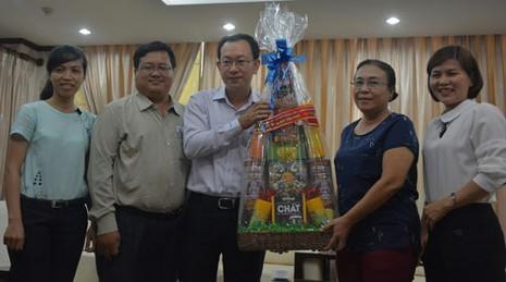 UBND quận Tân Phú thăm báo Pháp Luật TP.HCM - ảnh 2