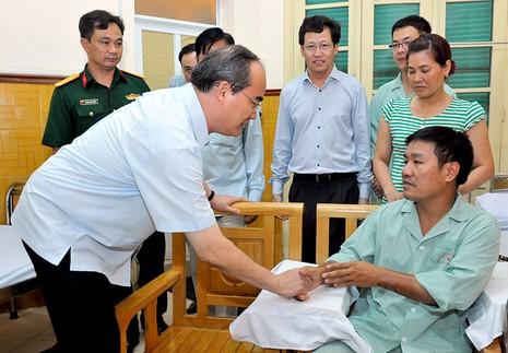Ông Nguyễn Thiện Nhân thăm phi công Nguyễn Hữu Cường - ảnh 6