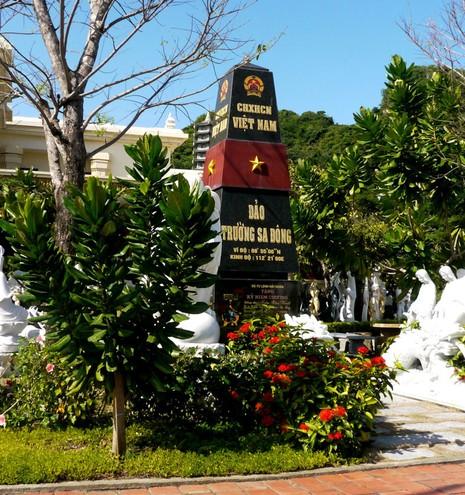 Mô hình cột mốc chủ quyền Trường Sa nhận kỷ lục Việt Nam  - ảnh 2