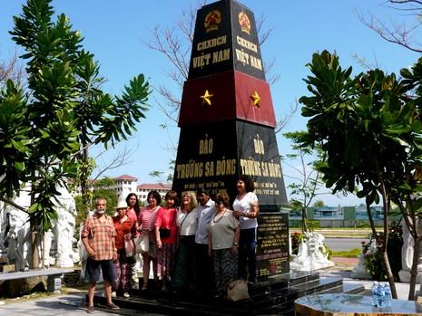 Mô hình cột mốc chủ quyền Trường Sa nhận kỷ lục Việt Nam  - ảnh 4