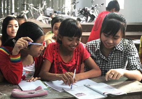 Lớp học hè dành cho trẻ em nghèo ở một ngôi chùa - ảnh 2