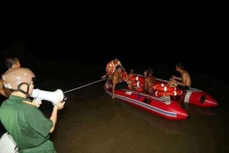 Tìm thấy thi thể 3 sinh viên tình nguyện bị nước lũ cuốn - ảnh 4