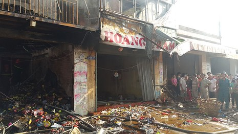 Cháy lớn thiêu rụi 2 căn nhà, một người tử vong - ảnh 4