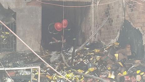 Cháy lớn thiêu rụi 2 căn nhà, một người tử vong - ảnh 5
