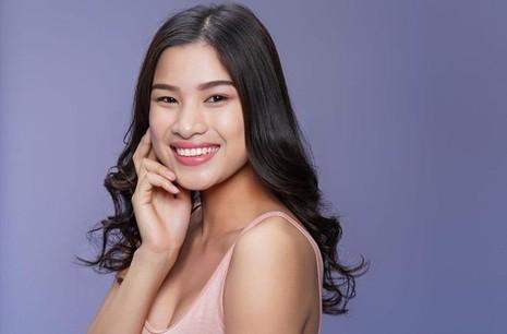 Cô đến từ Bắc Ninh và đang theo học Đại học Kinh doanh và Công nghệ Hà Nội